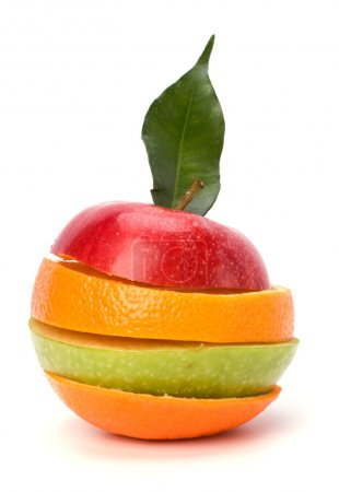 Photo pour Tranches de fruits isolés sur fond blanc - image libre de droit