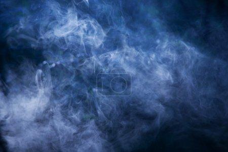 Photo pour Fumée faisceau lumineux de la lumière. peut être utilisé comme arrière-plan - image libre de droit
