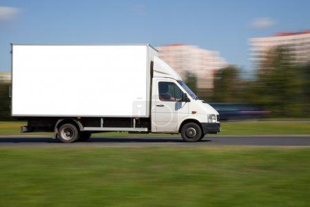 Photo pour Image panoramique de camion avec espace vide pour votre publicité - image libre de droit