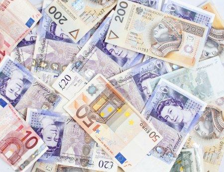 Photo pour Contexte composé de billets de différents pays - concept monétaire - image libre de droit