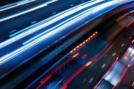 Photo pour Feu de circulation nocturne - image libre de droit