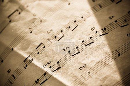 Photo pour Gros plan sur les pages musicales vintage - image libre de droit