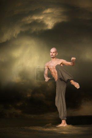 Photo pour Image des arts martiaux Entraînement sportif - image libre de droit