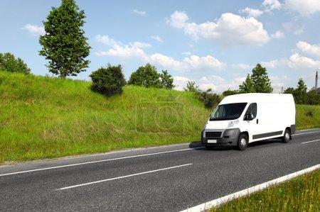 Photo pour Mini camion de livraison blanc - image libre de droit