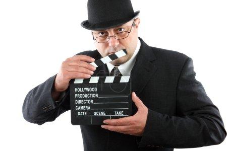 Photo pour Homme à l'ancienne tenant film clapboard - image libre de droit