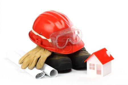 Photo pour Kit d'équipement de sécurité close up sur blanc - image libre de droit