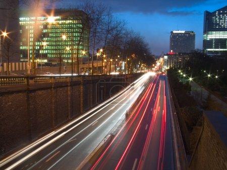 Photo pour Nuit vue sur rue, Bruxelles, belgique - image libre de droit