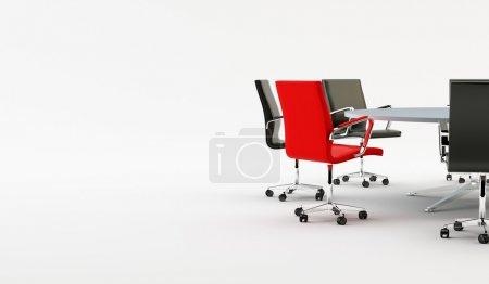 Photo pour Chaises noires autour d'une table de bureau légère - image libre de droit