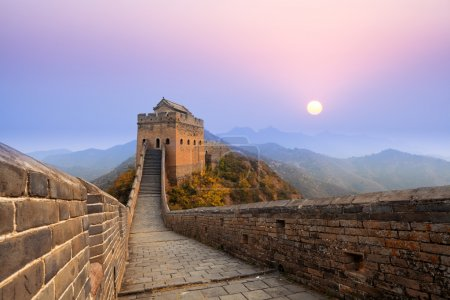 Photo pour La grande muraille de Chine au lever du soleil - image libre de droit