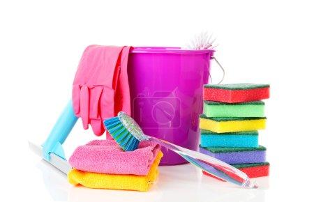 Photo pour Couple d'équipement de nettoyage coloré sur fond blanc - image libre de droit