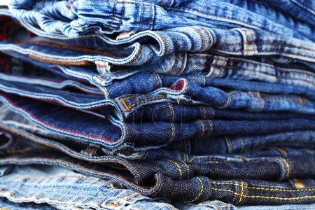 Photo pour Pile de jeans différents - détail - image libre de droit