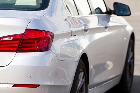 Photo pour Lampe arrière de nouvelle voiture de luxe - image libre de droit