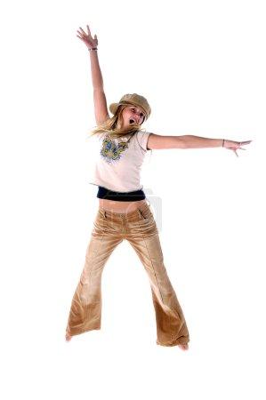 junges Mädchen springt