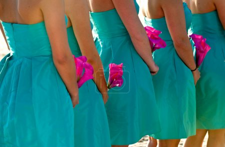 Bridesmaids holding hot pink flowers