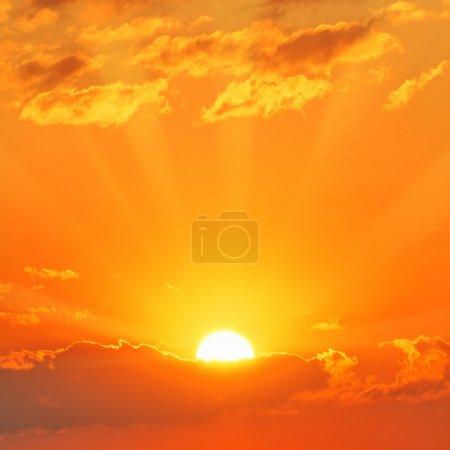Photo pour Coucher de soleil magnifique - image libre de droit