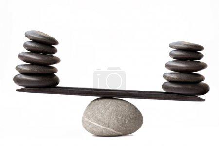 Photo pour Pierres d'équilibrage, isolé sur fond blanc - image libre de droit