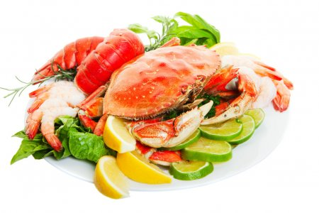 Photo pour Assiette de crabe et le homard queues, mettant l'accent sur le crabe. - image libre de droit