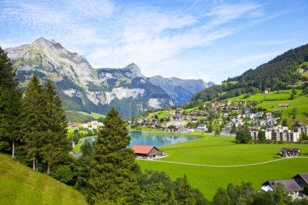 Photo pour Village d'Engelberg en Suisse - image libre de droit