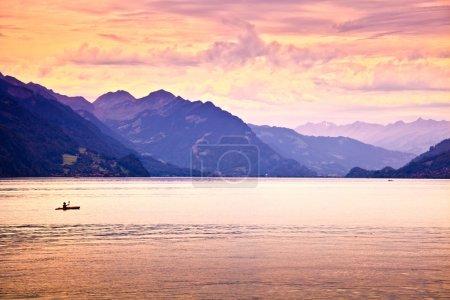 Photo pour Kayak dans le lac - image libre de droit