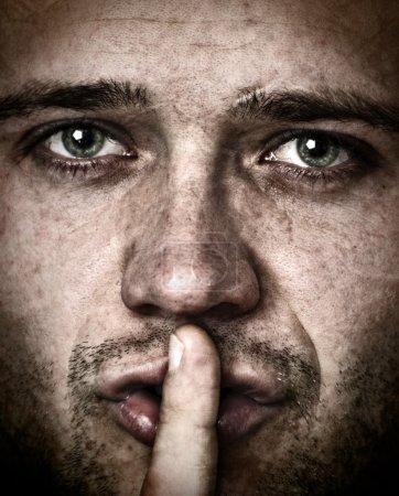 Photo pour Homme qui vous interdit de parler - image libre de droit