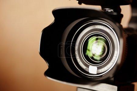 Photo pour Caméscope haute définition de la profession en gros plan, mise au point sélective - image libre de droit