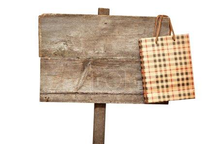 Photo pour Panneau de signalisation avec sac à provisions sur blanc - image libre de droit