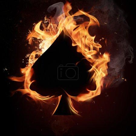 Photo pour Symbole de la carte en feu sur noir - image libre de droit