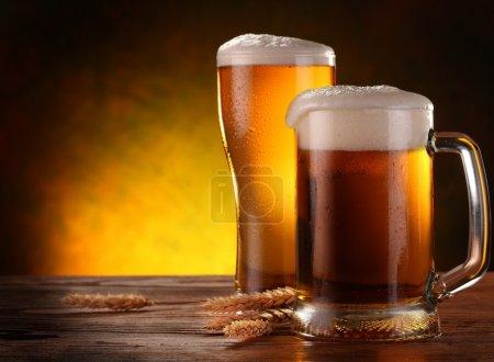 Photo pour Nature morte avec une bière pression au verre. - image libre de droit