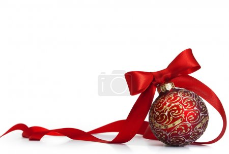 Foto de Bola Navidad roja sobre una superficie brillante - Imagen libre de derechos
