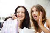 Dos excitaron a compra mujer juntos en centro comercial. horizo