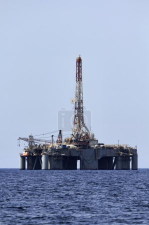 Photo pour Plate-forme pétrolière offshore Italie, mer Méditerranée, au large de l'île de Malte - image libre de droit