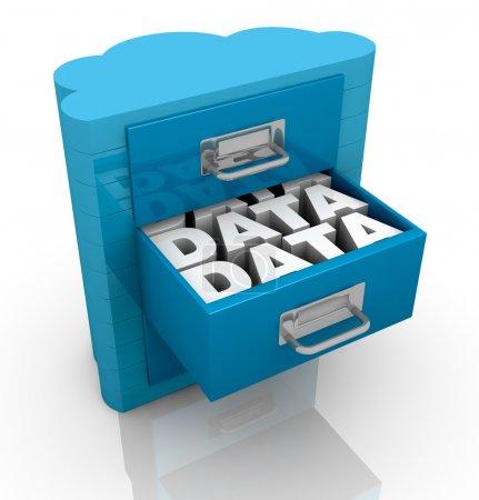 Photo pour Serveur d'un ordinateur avec une forme de nuage, le concept de stockage de données à distance (rendu 3d) - image libre de droit