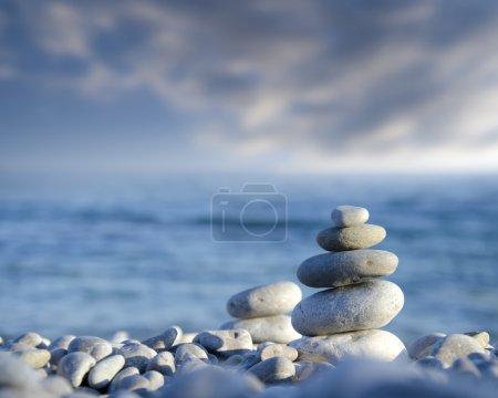 Photo pour Empiler des pierres - image libre de droit
