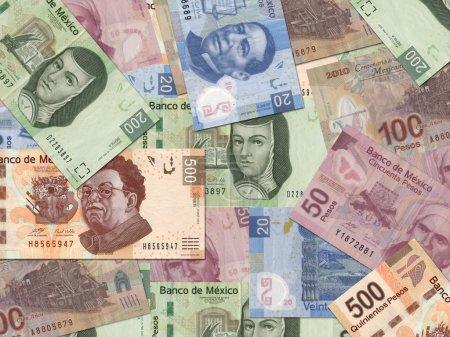 Photo pour Peso mexicain billets éparpillés au hasard partout . - image libre de droit