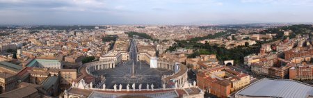 Photo pour Rome, Italie. Célèbre Place Saint-Pierre au Vatican et vue aérienne de la ville - panorama . - image libre de droit