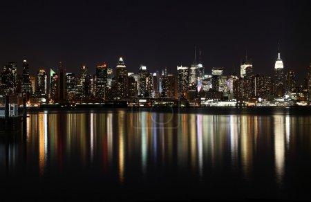 Photo pour Manhattan Midtown (côté ouest) dans la nuit - image libre de droit