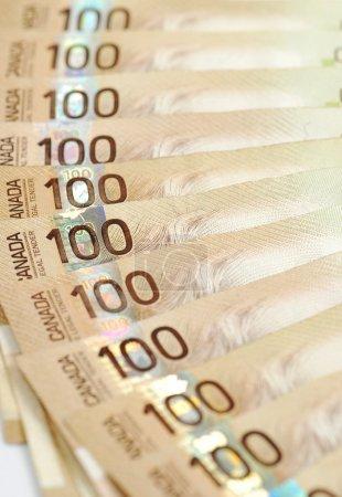 Photo pour Fond canadien de billets de cent dollars - image libre de droit