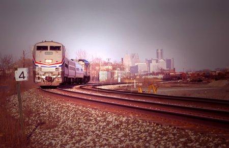 Photo pour Train de voyageurs au départ de Detroit - image libre de droit