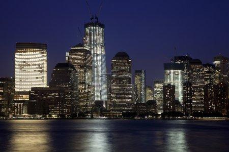 Photo pour L'horizon de New York au crépuscule avec la tour Freedom - image libre de droit
