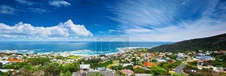 Photo pour Cape Town image panoramique de la ville, beau paysage urbain et plage sur la côte de l'océan Atlantique, Voyage Afrique du Sud - image libre de droit