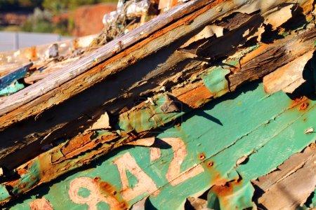 Photo pour Bateaux de pêche en bois abandonnés - image libre de droit