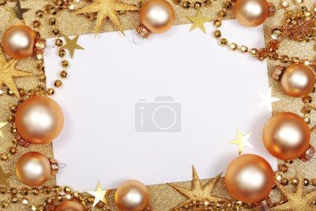Photo pour Abstrait de Noël doré avec boules et blank - image libre de droit