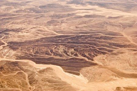 Photo pour Dunes de sable dans le désert du sahara, en Egypte. vue depuis l'avion. - image libre de droit