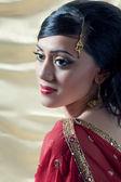 belle femme asiatique, vêtus d'habits traditionnels