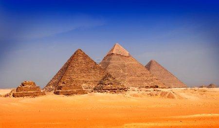 Photo pour Incroyables anciennes pyramides de Gizeh, Egypte - image libre de droit