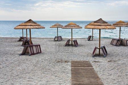 Playa vacía del mar Jónico