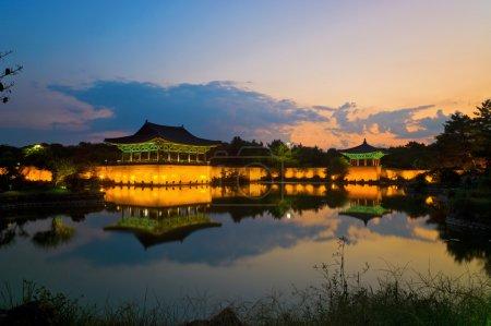 Photo pour Anapji Pond à Gyeongju, Corée du Sud - image libre de droit