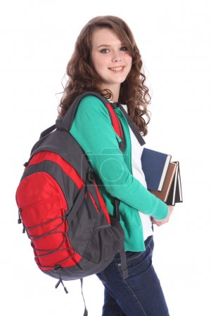 Photo pour Adolescente du lycée avec de longs cheveux bruns portant un pull vert et un sac à dos scolaire rouge portant des livres d'éducation avec un grand sourire heureux . - image libre de droit