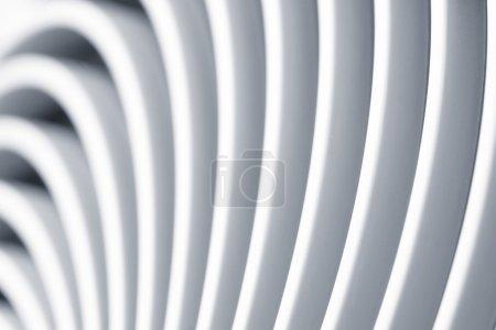 Photo pour Gros plan de tir des ouvertures d'aération d'un ventilateur de radiateur - image libre de droit