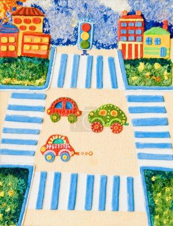 Foto de Coches de creatividad de los niños preescolares en la encrucijada - Imagen libre de derechos